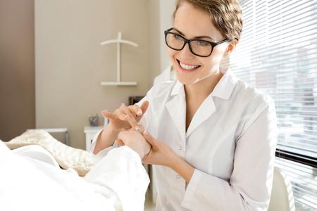 Receiving Hand Scrub Peeling Фото со стока