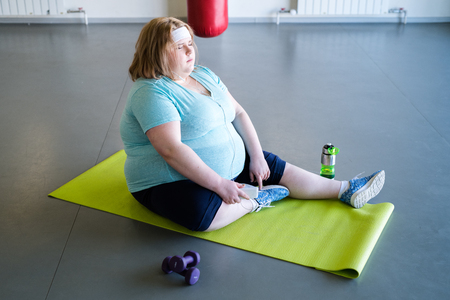 Obese Woman Resting after Workout Standard-Bild