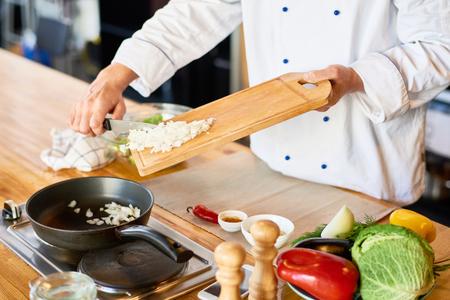 The chef prepares Banco de Imagens - 102214232
