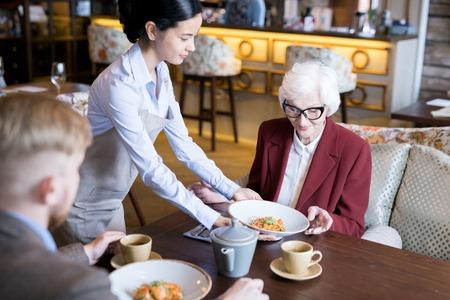 Having lunch at cafe Standard-Bild - 105793153