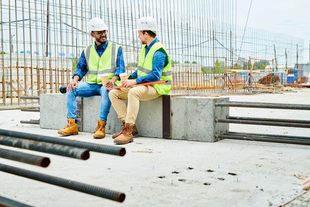 Workers Chatting during Break Stockfoto