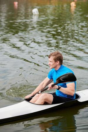 Man training on the lake 写真素材 - 108510744
