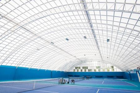 Glazen tennisbaan Stockfoto