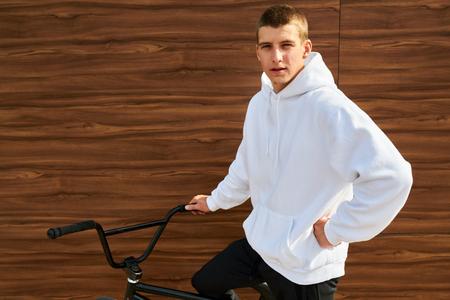 Young Man Wearing Hoodie Stockfoto