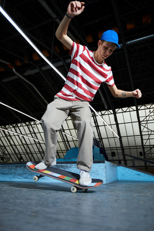 Skilled skateboarder 版權商用圖片