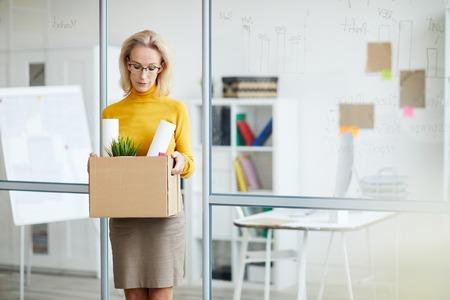 BusinesswomanQuitting Job Imagens