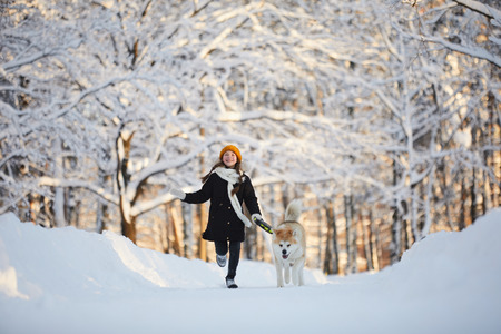 Girl Walking Dog in Winter Park Archivio Fotografico