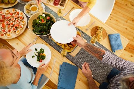 Giving plate to put salad Standard-Bild - 119823027