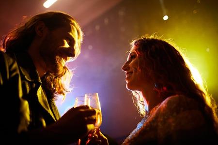 Young people getting acquainted in nightclub Stockfoto