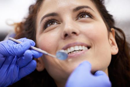 Primer plano del examen dental Foto de archivo