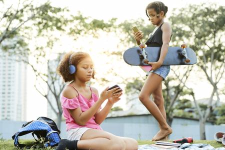 Modern teens addicted to gadgets Zdjęcie Seryjne