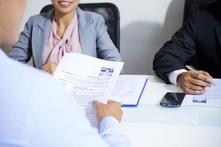 Reading resume to employers 스톡 콘텐츠