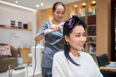Making hairstyle in beauty salon