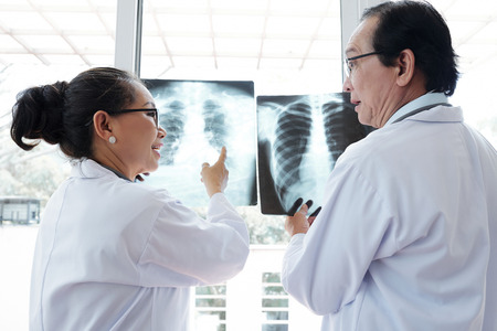 Surgeons arguing about x-ray results