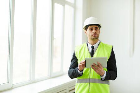 ingénieur, tenue, tablette