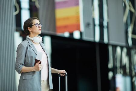 Modern woman reading flight schedule Stockfoto - 123192022