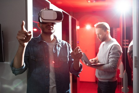Testing server opportunities with virtual reality
