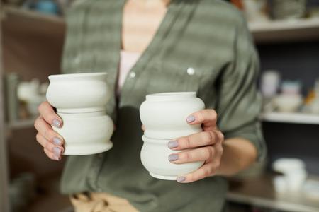 Female Ceramist Holding Pots Banque d'images