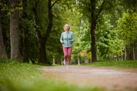 Jogging in park Фото со стока - 124775533