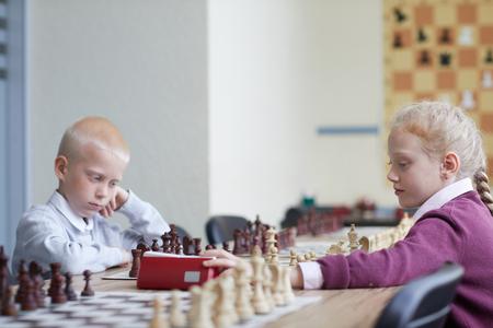 Girl made chess move Imagens - 124775780