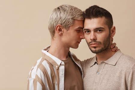 Gay Couple in Studio Imagens