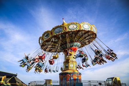 columpio: Chairoplane Carrusel del parque de atracciones