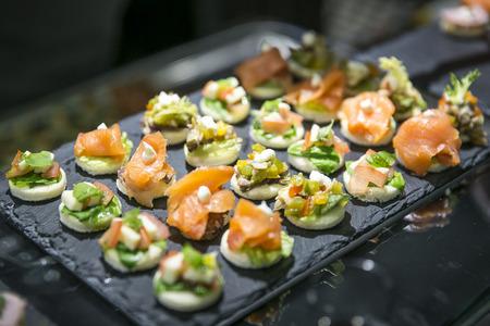 Hapjes en hapjes op buffet  Catering Stockfoto