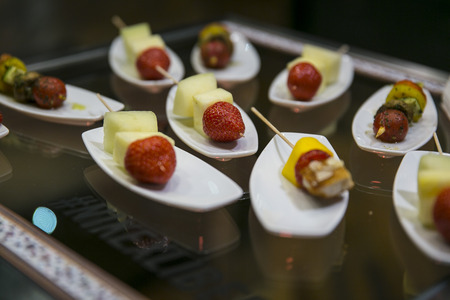 brochetas de frutas: Pinchos de frutas pinchos en Buffet Catering
