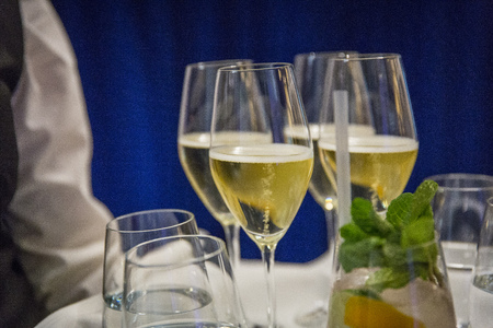 Catering  tray with champagne and long drink Imagens