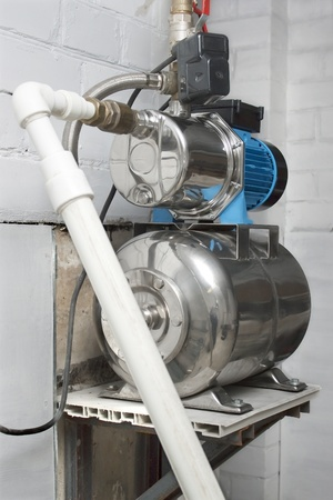 Automatische Wasserpumpe im Keller