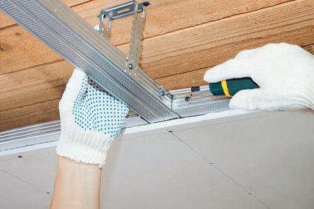 Assembly of a framework for a false ceiling photo