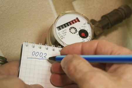 metering: Regularly going flow metering water