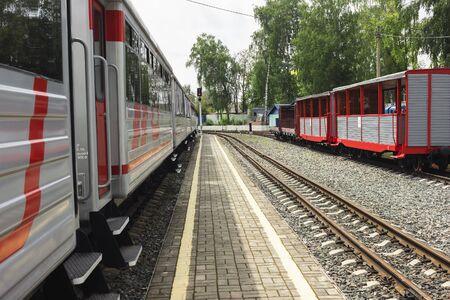 Nizhny Novgorod, Russia - Jul 20, 2019: Nizhny Novgorod Childrens Railway. Landing platform early morning Redactioneel
