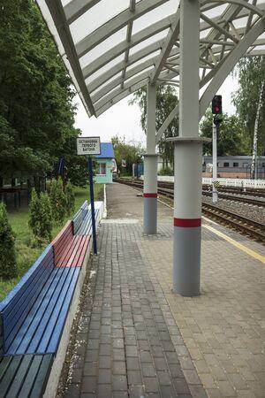 Nizhny Novgorod, Russia - Jul 20, 2019: Nizhny Novgorod Childrens Railway. Landing platform. Poster says Halt first carriage Redactioneel