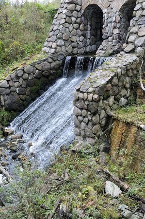 molino de agua: Ruinas de un antiguo molino de agua  Foto de archivo