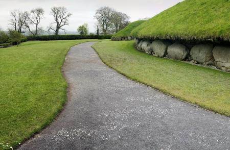 neolithic: Knowth es un sepulcro de corredor neol�tica, 3300 - 2800 antes de Cristo, de Boyne Valley, Co Meath, Irlanda
