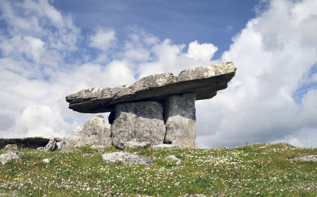 Poulnabrone dolmen, 5,000 year old portal tomb in the limestone Burren area of County Clare, Ireland