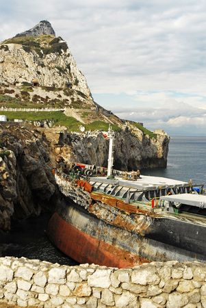 shipload: shipwreck