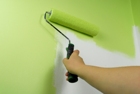 hand painting wall with roll in green color