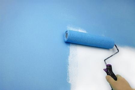 pintor: mano de pintura de pared Foto de archivo