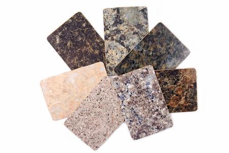 contadores: muestras de encimeras de cocina de granito aislados en blanco