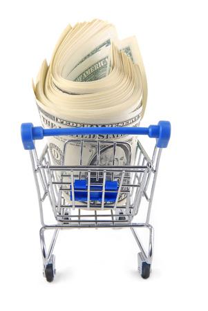 carretilla de mano: trolley con dinero aislados en blanco