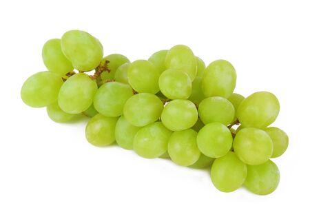grapes: uvas verdes aisladas en blanco