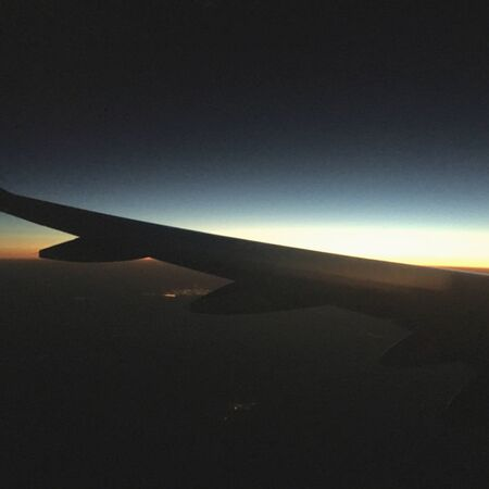 Beautiful shot from inside of airplane of the Sunrise Banque d'images