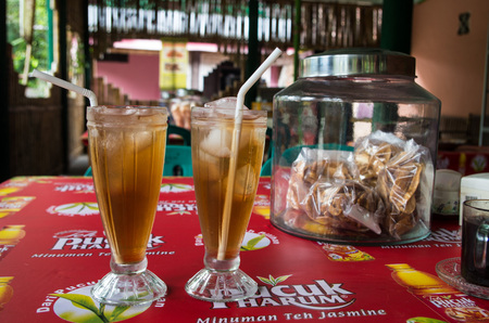 Indonesian-style ES TEH (ice tea) sold in local restaurant, Kuta, Lombok Indonesia, March 2017. Éditoriale
