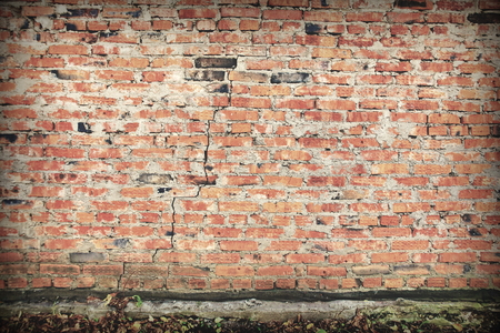 surface of an old red brick wall grunge background texture close up Foto de archivo - 111482644