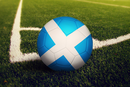 Scotland ball on corner kick position, soccer field background. National football theme on green grass. Banque d'images