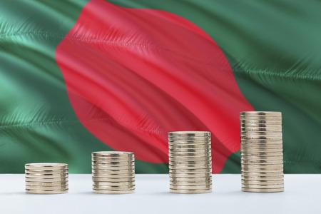 Bandera de Bangladesh ondeando en el fondo con filas de monedas para el concepto de finanzas y negocios. Ahorro de dinero.
