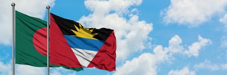 Bangladesh y Antigua y Barbuda bandera ondeando en el viento contra el cielo azul nublado blanco juntos. Concepto de diplomacia, relaciones internacionales.