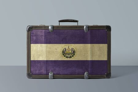 El Salvador flag on old vintage leather suitcase with national concept. Retro brown luggage with copy space text. 免版税图像